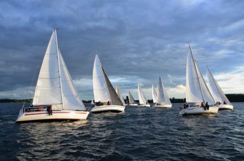 Яхты, катера, мачты